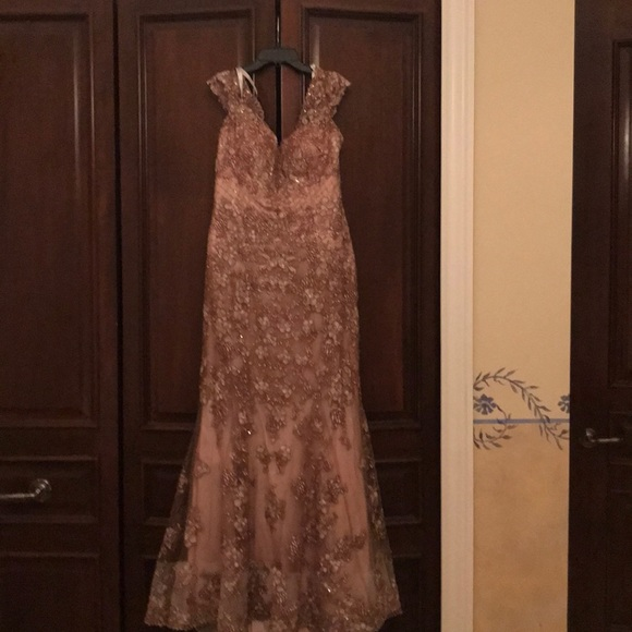 Mon Cheri Dresses & Skirts - Gorgeous gold gown dress, never used